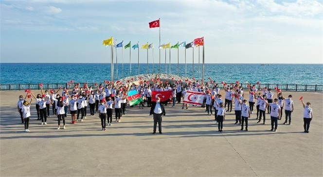 """""""Cumhuriyet Bayramında, Atatürk ve Türk Dünyası Vurgusu"""""""