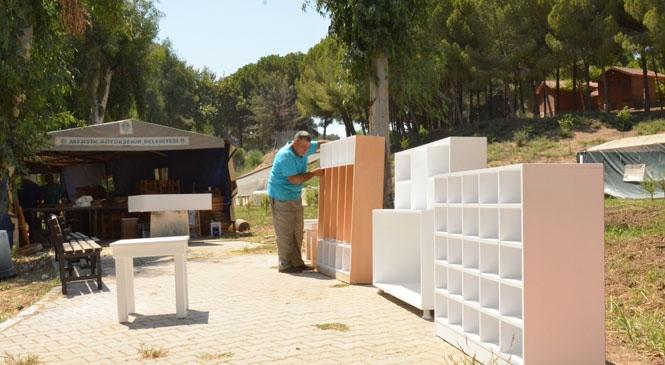 Tarsus Ahmet Yesevi Okulu'nun Yıpranan Mobilyaları, Büyükşehir'in Geri Dönüşüm Atölyesinde Yenilendi