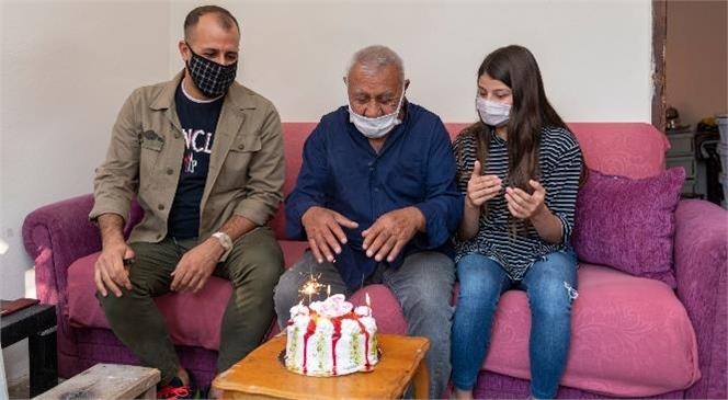 Atıf Dede'ye Doğum Gününde En Güzel Hediye! Atıf Çapar'ın Evini Büyükşehir Ekipleri Kısa Sürede Onardı