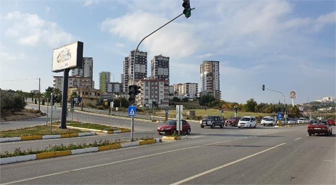 Sıkıntı Yaşanan Kavşakta Büyükşehir'den Kapsamlı Çalışma! Tarsus'ta Konak Kavşağına Trafik Işıkları da Monte Edildi