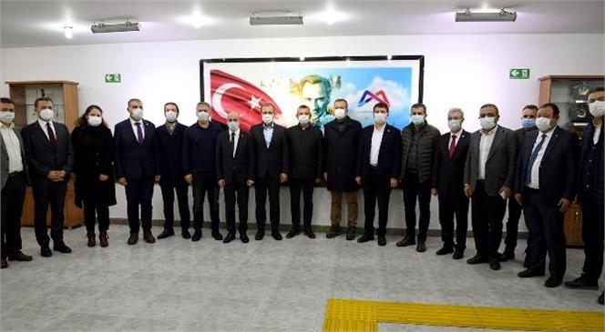 CHP Yöneticilerinden Başkan Seçer'e Ziyaret! Mersin Büyükşehir, Başarılı Çalışmalarıyla Adından Söz Ettiriyor