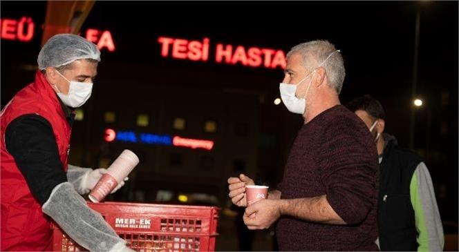 """Hastane Önlerinde """"1 Ekmek 1 Çorba"""" İlaç Gibi Geliyor! Mersin Büyükşehir'in Çorbası Hastane Önleriyle Birlikte 34 Noktada"""