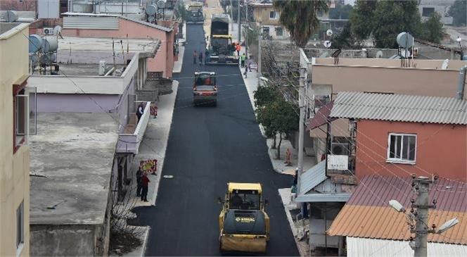 Büyükşehir'den Kazanlı Mahallesi Mersin Caddesi'nde Sıcak Asfalt Kaplama Çalışması