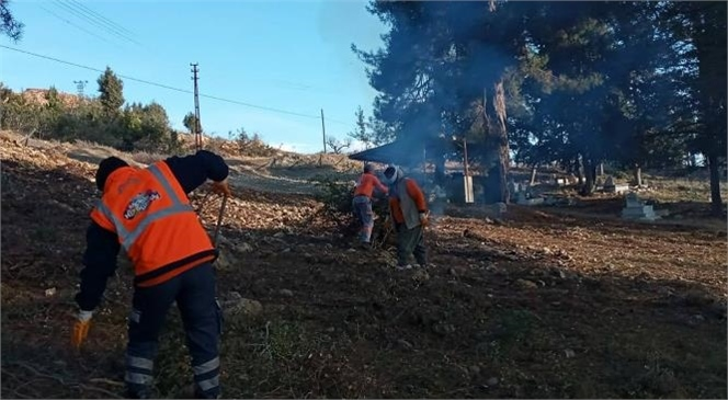 Büyükşehir'den Çamlıyayla'daki Mezarlıklarda Kapsamlı Temizlik