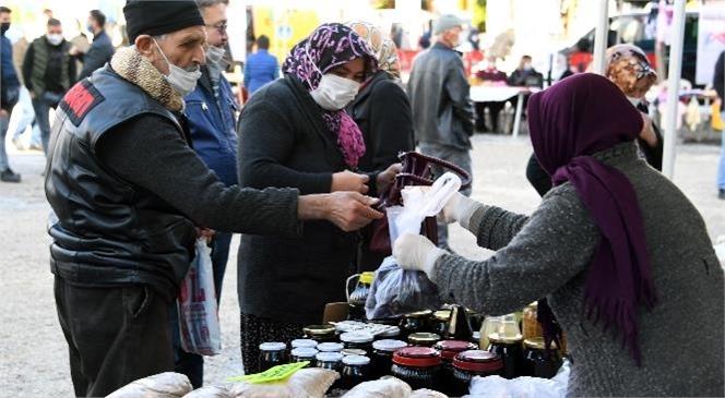 Üretici Kadınlar El Emeği Göz Nuru Ürünlerini Bu Kez Erdemli'de Satışa Sundu