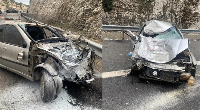 Otoyol Damlama Mevkiinde Meydana Gelen Trafik Kazasında İki Otomobil Kafa Kafaya Çarpıştı: 1 Ölü 7 Yaralı