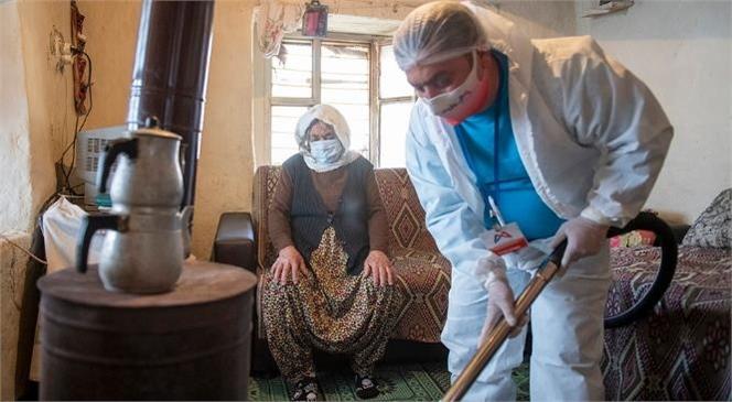 Mersin'de Yaşayan 81 Yaşındaki Emiş Teyze'ye Büyük Destek! Emiş Teyze Çamaşırlarını Artık Elinde Yıkamak Zorunda Kalmayacak