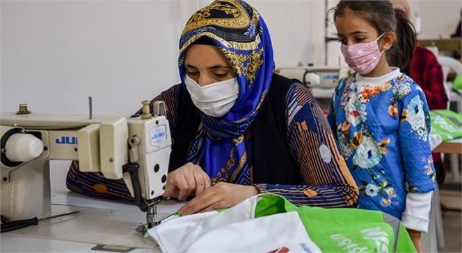 Kadınlar Dikiş Kursunda Emeklerini İlmek İlmek İşliyor! Mersinden Kadın Kooperatifi İle Kadınların Emekleri Değerleniyor
