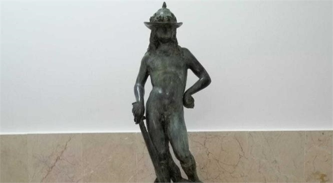 Mersin'de Bir Kamu Görevlisi Çalıştığı Kurumun Deposundan Aşırdığı Tarihi Eseri Satmak İsterken Yakayı Ele Verdi