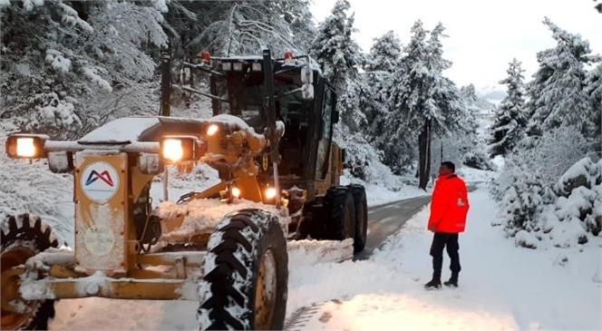 Büyükşehir'den Yüksek Kesimlerde Karla Mücadele Çalışması! Ulaşımda AKSAma Olmaması İçin Ekipler Sabaha Kadar Mesai Harcadı