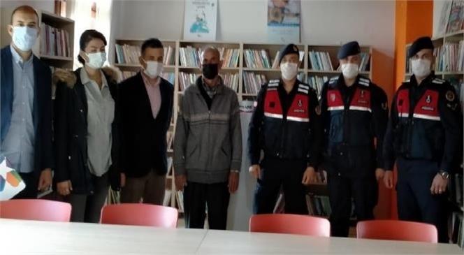 Mersin'de Jandarmadan Kitap Bağışı
