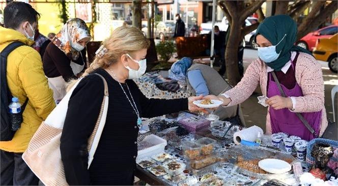 Eski Yoğurt Pazarı, Kadın Üreticilere Beşinci Kez Ev Sahipliği Yaptı! Büyükşehir'in Kadın Üretici Kooperatifleri Buluşmaları Vatandaşlardan Yoğun İlgi Görüyor