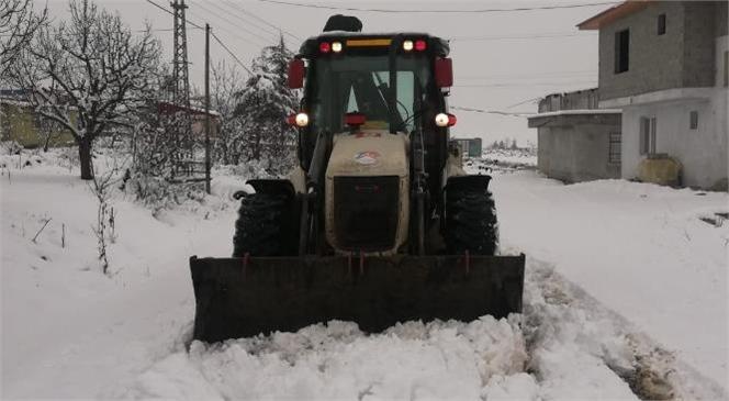Mersin Büyükşehir, Kardan Kapanan Yolları Açtı! Büyükşehir'in Karla Mücadele Ekipleri İş Başında