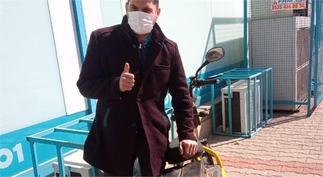 Mersin Yenişehir'de Elektrikli Bisikleti Çalan Hırsız Yakalandı, Çalındığı Bisiklet Sahibine Teslim Edildi