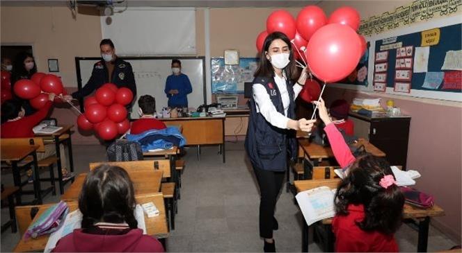 Okula Yeni Başlayan Miniklere Balon
