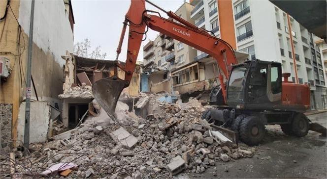 Akdeniz'de Metruk Yapılarla Mücadele Sürüyor