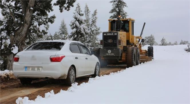Karda Mahsur Kalan Vatandaşların İmdadına Erdemli Belediyesi Yetişti