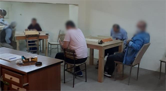 Tarsus'ta Ekipler Okey Oynayanlara Baskın Düzenledi