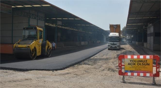 Büyükşehir, Tarsus Hal Kompleksi'ndeki Asfalt Çalışmasını Tüm Hızıyla Sürdürüyor