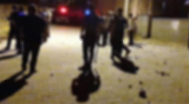 Mersin'in Tarsus İlçesinde Meydana Gelen Çocukların Kavgası Büyüyünce Olayda 1'i Polis 2 Kişi Yaralandı