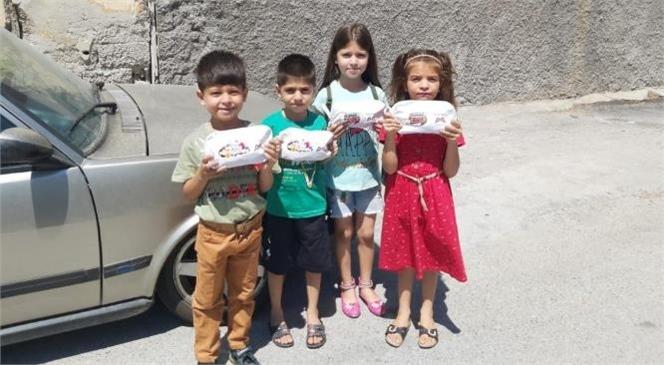 Çocuklar, Büyükşehir'in Armağanlarıyla Mutlu Oldular