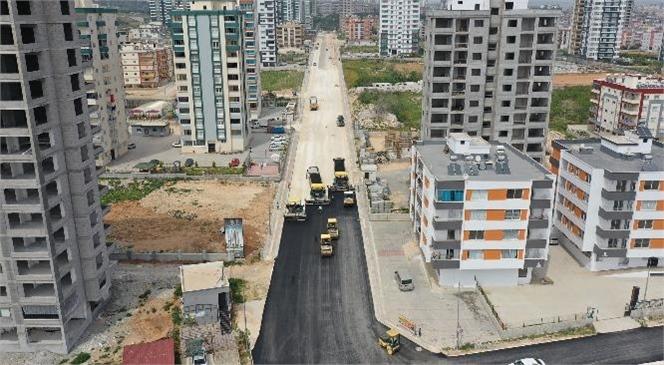 Tarsus'un Yeni Yerleşim Bölgesinde Büyükşehir'den Yol Düzenleme Çalışması