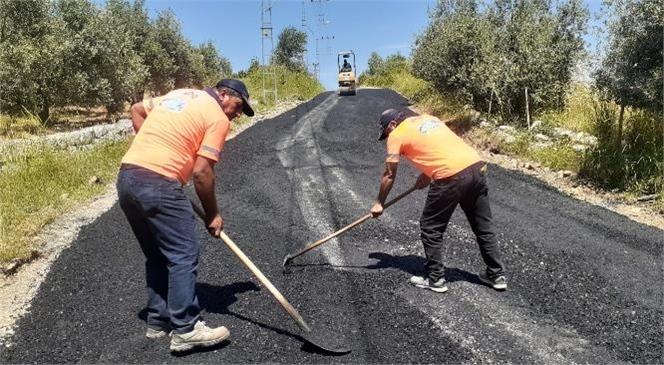 Büyükşehir, Tarsus'ta Caddeleri Yenilerken, Kırsal Mahalle Yollarında da Çalışma Yürütüyor