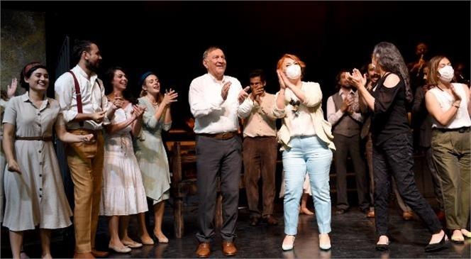 Mersin Şehir Tiyatrosu Oyuncuları, 'aslolan Hayattır'ı Adana'da Sahneledi