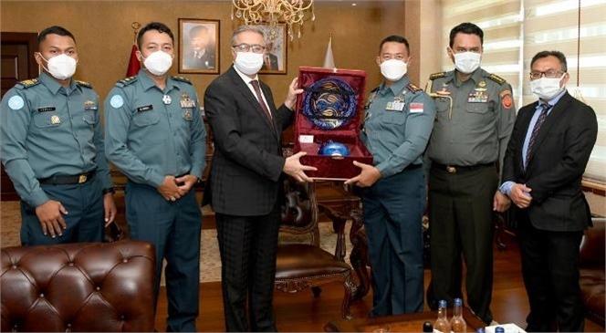 Mersin Valisi Ali İhsan Su Askeri Ataşe Albay Thalib ve Gemi Komutanları İle Görüştü