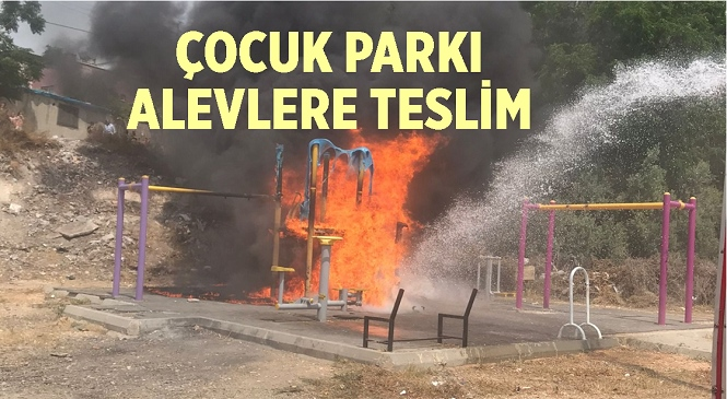 Mersin'in Mezitli İlçesinde Çocuk Parkı Yandı! Parktaki Oyuncaklar Kullanılamaz Hale Geldi
