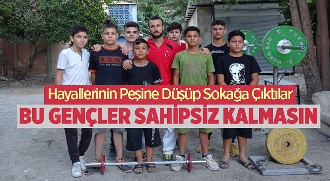 Mersin'in Tarsus İlçesinde Spor Tutkunu Gençler, Kendi İmkanları İle Sokakları Spor Salonuna Çevirip Hayallerine Adın Adım İlerliyor