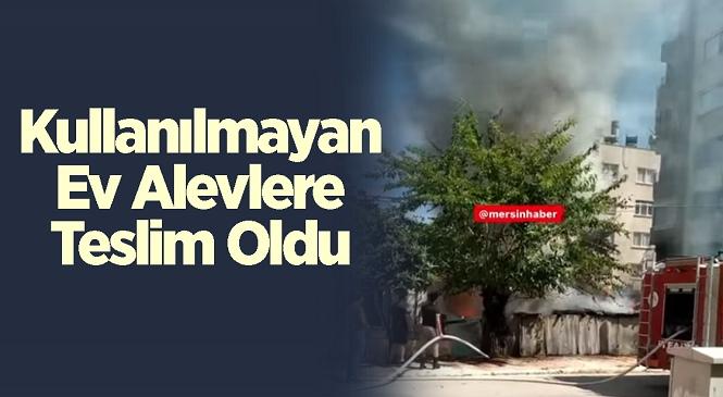 Mersin'in Yenişehir İlçesinde Odunluk Yangını! Kullanılmayan Evin Odunluğunda Başlayan Yangını İtfaiye Ekipleri Söndürdü