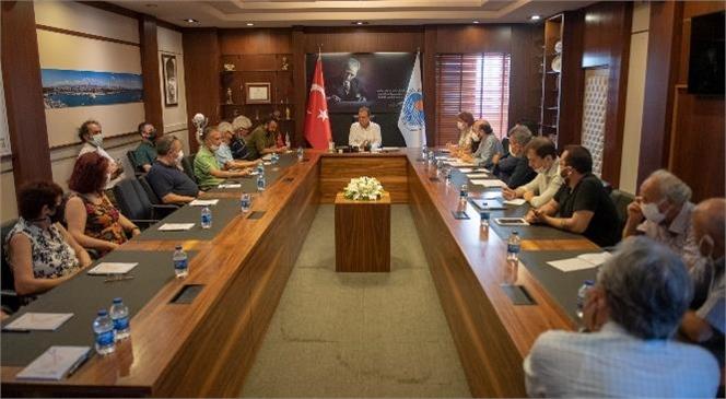 """""""Mersin Mutluysa Ben Mutluyum"""" Başkan Seçer, Medeka'nın Edebiyat ve Sinema Kurulu Üyeleri İle Bir Araya Geldi"""
