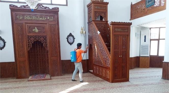 Büyükşehir Tarsus'ta Cami Dezenfekte ve Mezarlık Temizlik Çalışmalarını Sürdürüyor