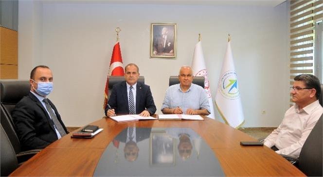 """Erdemli Belediyesi'nin """"Erdemli Glamping"""" Projesi Protokolü Belediye Başkanı Mükerrem Tollu ve ÇKA Genel Sekreteri Savaş Ülger Arasında İmzalandı."""