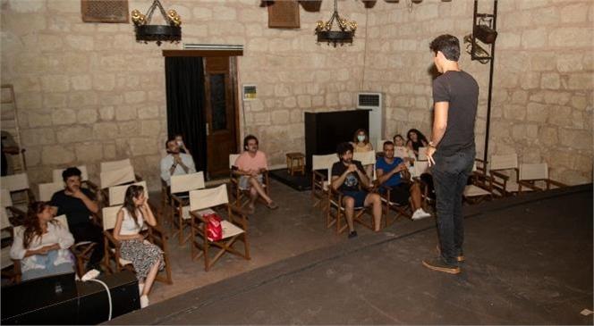 Büyükşehir'in Tiyatro Kurslarıyla Minik Tiyatrocular Sahneye İlk Adımlarını Attı