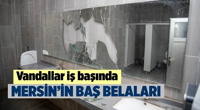 Mersin Büyükşehir Belediyesi Tarafından Kültür Park İçerisindeki Bir Tuvalet Daha Saldırganların Hedefi Oldu