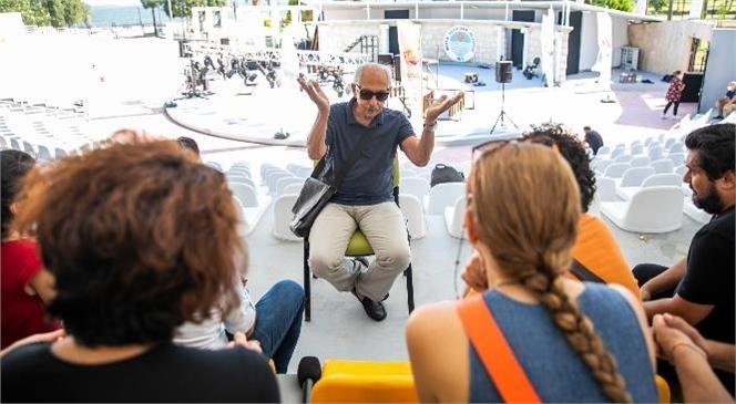 Mersin Büyükşehir Belediyesi Şehir Tiyatrosu Oyuncularına Yönelik Olarak Usta Sanatçı Genco Erkal'ın Katılımıyla Workshop Düzenlendi.