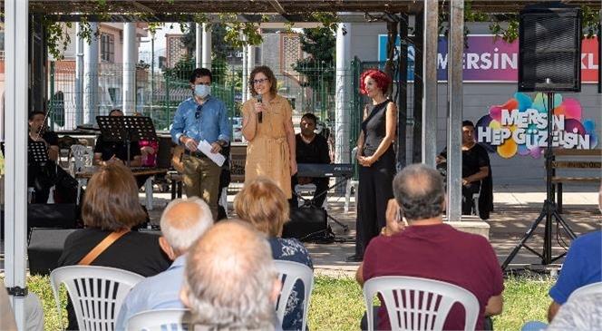Yaş Almışlar, Kendi Günlerinde Şarkılarla Türkülerle Eğlendi