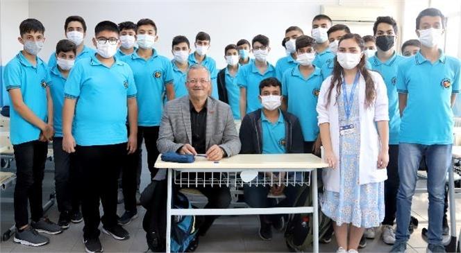Mersin Tarsus Organize Sanayi Bölgesi Başkanı Sabri Tekli, Öğrencilerin Yemek Davetini Geri Çevirmedi