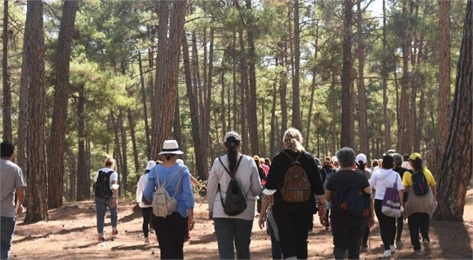 Çamlar Altında Yürüyüş Yapan Kadınlar, Cemevinde Ağırlandı