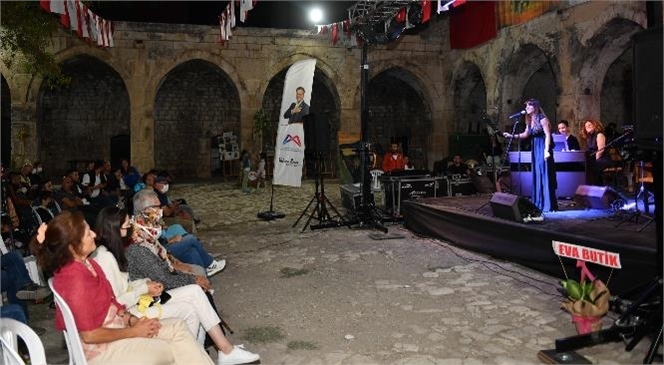 Mersin Büyükşehir, Tarihi Taşhan'da Keyifli Bir Müzik Akşamı Yaşattı