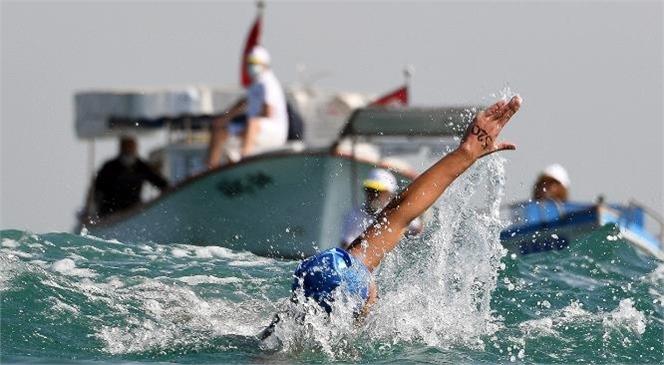 Mersin Soli Pompeiopolis Yüzme Maratonu'nun Startını Başkan Seçer Verdi