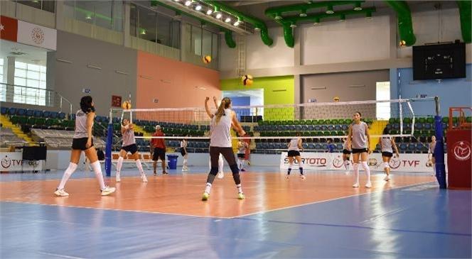 Mersin Büyükşehir Kadın Voleybol Takımı'nın Hedefi Sultanlar Ligi