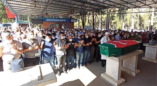 Mersin'de Meslektaşı Tarafından Pompalı Tüfekle Vurularak Öldürülen Doktor Gözyaşları Arasında Toprağa Verildi