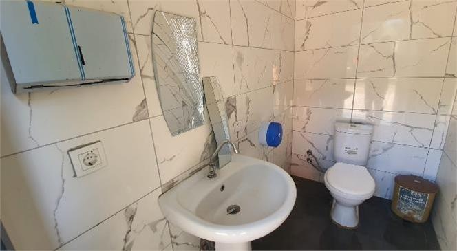 Mersin Büyükşehir'in Vatandaşların Kullanımına Açtığı Tuvaletlere Saldırılar Bitmiyor
