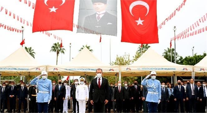 Başkan Seçer, Cumhuriyet Bayramı'nın 98. Yıldönümü Kutlama Programı Kapsamında Mersin Valiliği Tarafından Düzenlenen Çelenk Sunma Törenine Katıldı